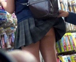【ノーパン隠撮動画】彼氏の命令…真性の痴女…全くの不明だが、世の中にはパンツを履かない女子急増ww