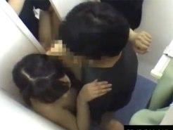 【SEX隠撮動画】試着室でカップルがセックス…韓国のありえない場所でありえない行為を隠しカメラ撮りww