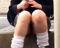 【パンチラ隠撮動画】まんすじに食い込むブルーの下着を履いた女子校生を街中で隠し撮りww