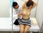 【病院隠撮動画】夫と一緒に産婦人科に来てる妊娠中の若いママに激しい性行為をする産婦人科医ww
