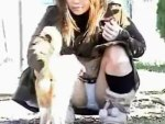 【パンチラ隠撮動画】ネコと戯れて自分の綿パンツが丸見えになってることに気付かない素人ギャルww