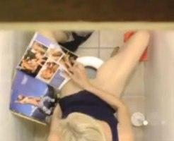 【トイレオナニー隠撮動画】海外の公衆トイレに設置した隠しカメラで金髪女性がエロ本片手に指オナ録画ww