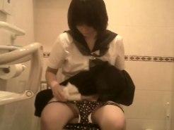 【おしっこ隠撮動画】女子校集まる土地のカラオケボックス女子トイレは入れ食い状態ww