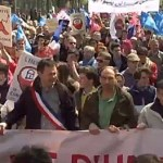 Protesters Crowd Streets of Paris Ahead of Final French Vote on Marriage Equality: VIDEO