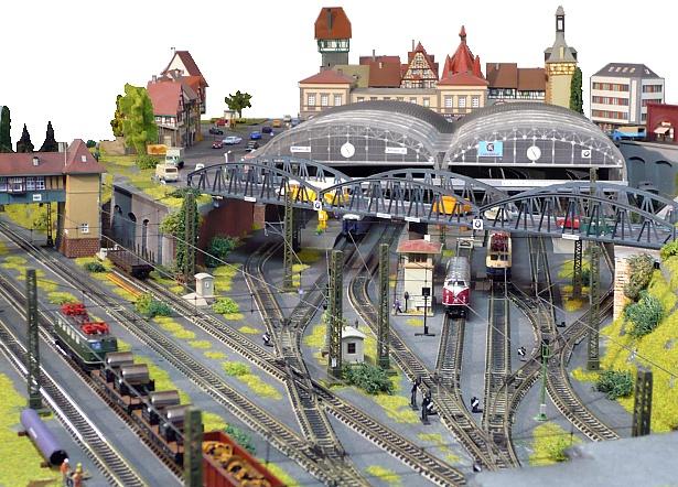 Smart track plans for model railroading