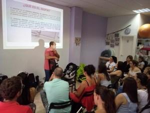 La formación de los padres es fundamental. La Policía Local de Roquetas ofrece formación en los cursos de preparación al parto.