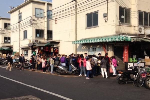 午前7時の「寿司大」入店への行列-by-Nguyuen-L_convert_20151113115743