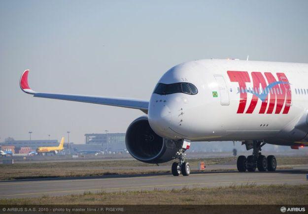 800x600_1450265177_A350_XWB_TAM_taxiing