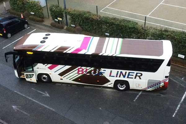 広栄交通バスと新座総合技術高校、共同でバス2台をデザイン 高速バス「ブルーライナー」で運行