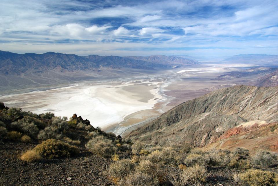 A lovely view of Tatooine, err I mean Death Valley.