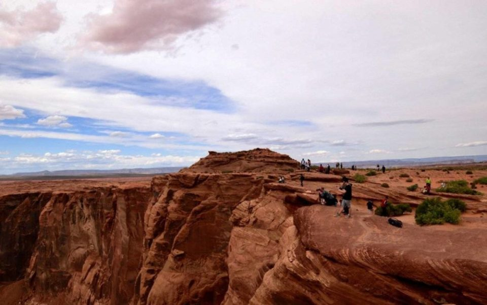 You will not be alone on Horseshoe Bend