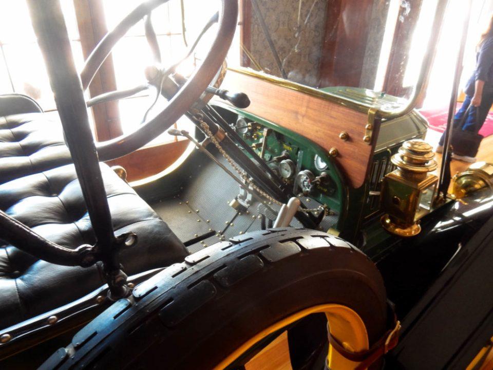 A steam car! Does it steam carpets?