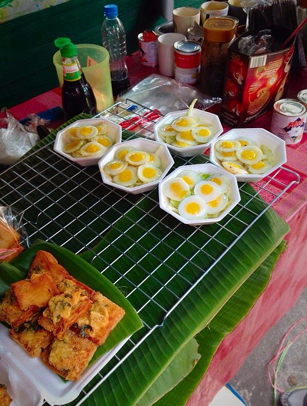 Visiting taling chan floating market in bangkok trailing for Charlie s fish market