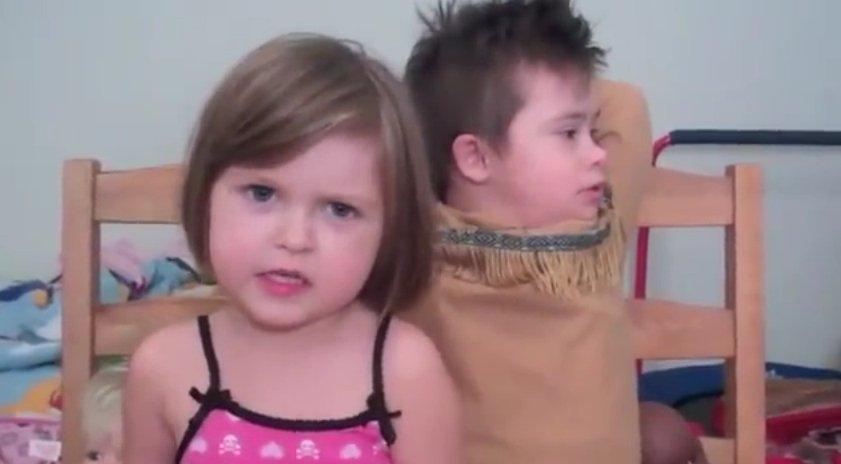 Cô-bé-5-tuổi-làm-video-clip-tặng-anh-trai-bị-bệnh-Down-1