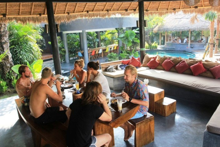 Surfcamp Unterkunft Bali