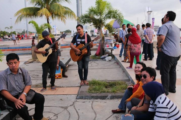 Pantai Losari in Makassar fills with music and dancing every evening
