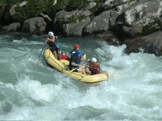 Rafting-class-4-equateur-jungle | The Jondachi, the Hollin, the Misahualli, you can run all those rivers, through amazing canyons deep within the Rainforest.