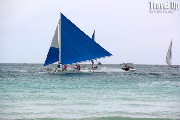 boaracay boat on beach