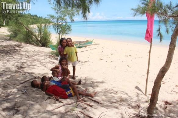 jomalig quezon local kids on beach