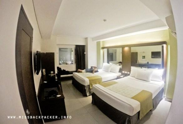 05. microtel acroplis room