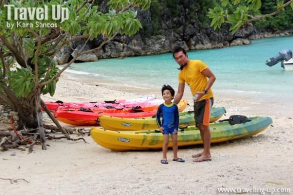 tugawe cove resort caramoan kayaks beach