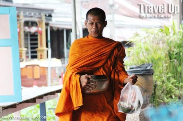 amphawa thailand monk alms
