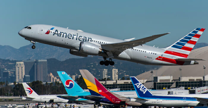 american-airlines-787-8-commons-media