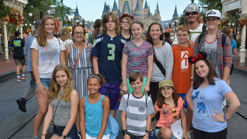 How to Plan Affordable Group Disney Vacations Traveling Mom