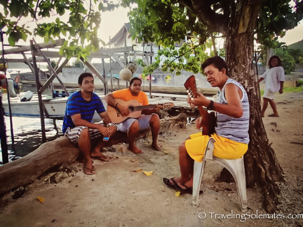 Residents-of-Bora-Bora-playing-guitar