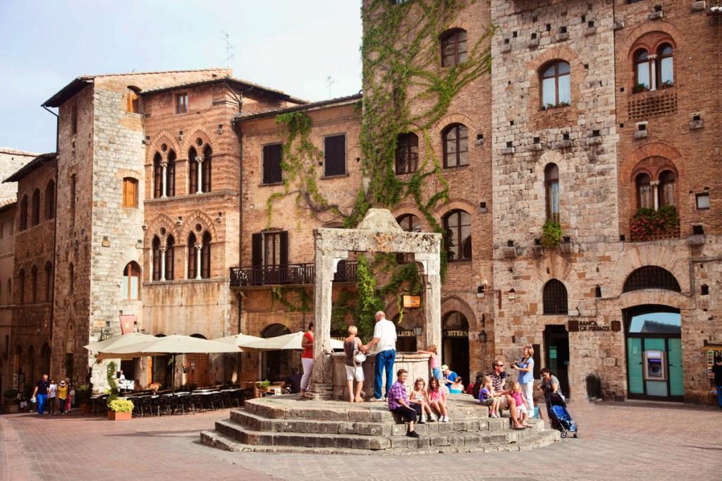 Waterwell in San Gimignano, Tuscany, Italy
