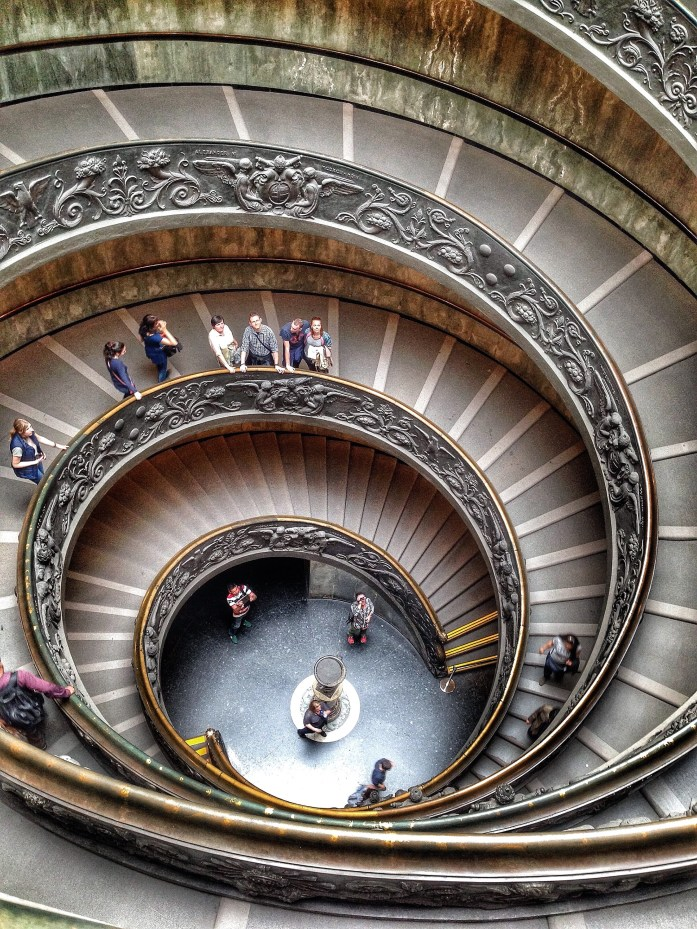 top-5-museums-in-the-world-the-Vatican-Italy-staircase-double-helix