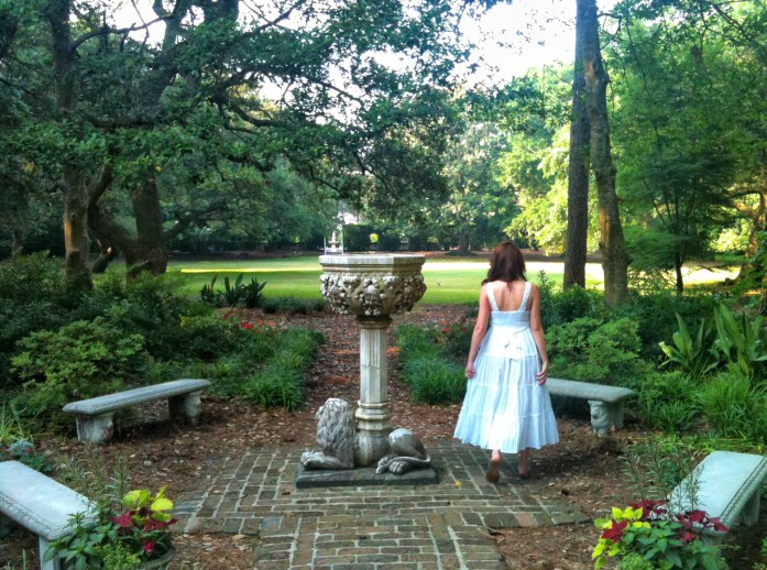Elizabethan-Gardens-Roanoke-Island-things-to-do-in-the-outer-banks-fountian