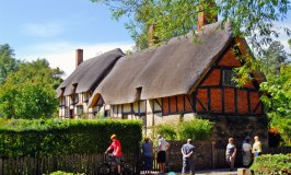 A Fleeting Stop at Anne Hathaway's Cottage