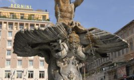 Fontana del Tritone © Travel Signposts