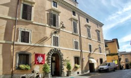 A Sweltering Stay at the Hotel Aquila Bianca in Orvieto