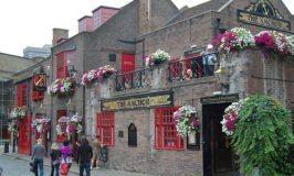 The Anchor Pub © Travel Signposts