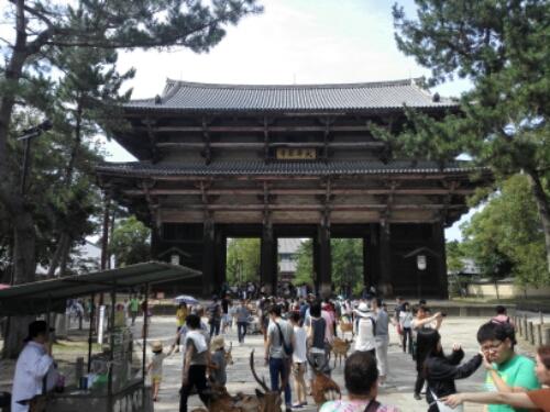Gate to Daibutsu-den