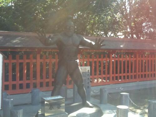A sumo wrestler statue
