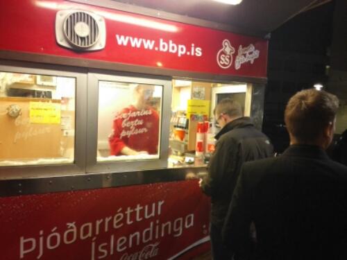 Always a line at Bæjarins beztu pylsur