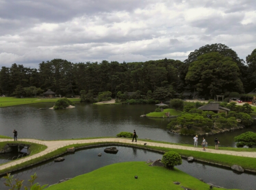 The pond seen from the hill in Koraku Park