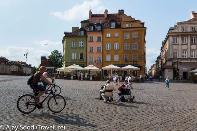 Buskers playing music in Old Town, Warsaw
