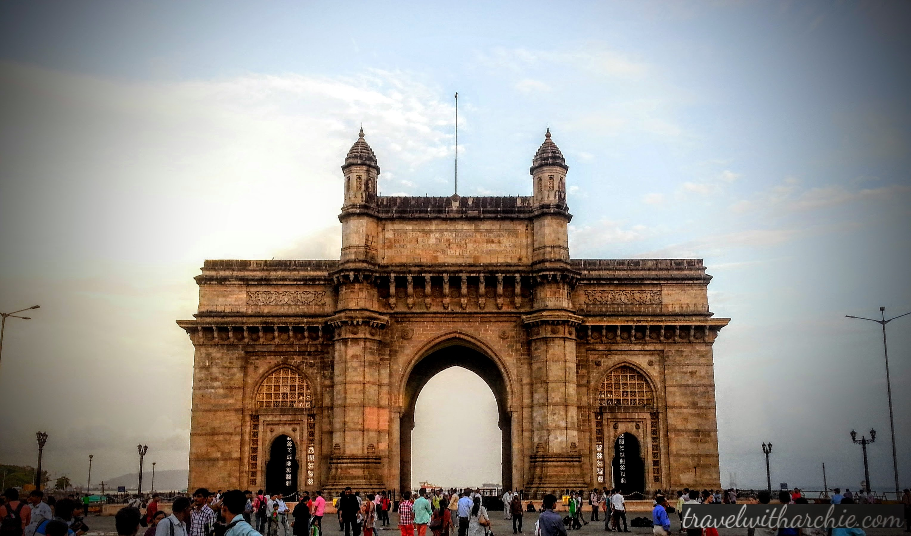 essay gateway india Gateway of india is the most important landmark of the city of mumbai let's have a look at its history, architecture, location, opening timing etc.