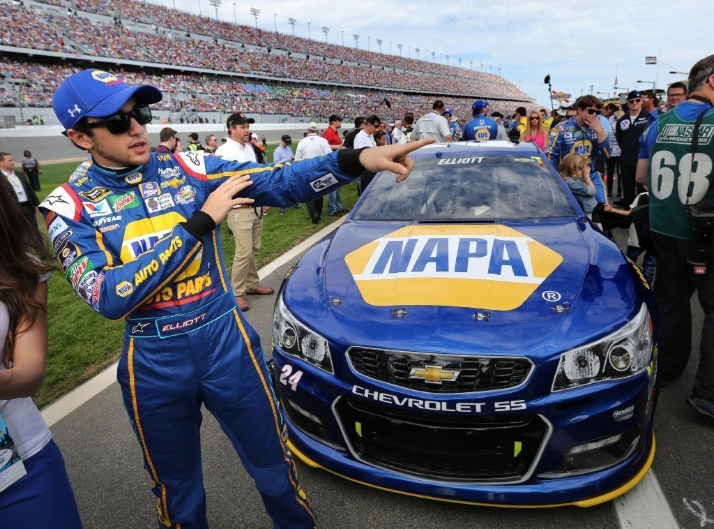 Chase Elliott Car 2017 Wallpaper Yes That Was Under Armour Logo On Chase Elliott S Hat At