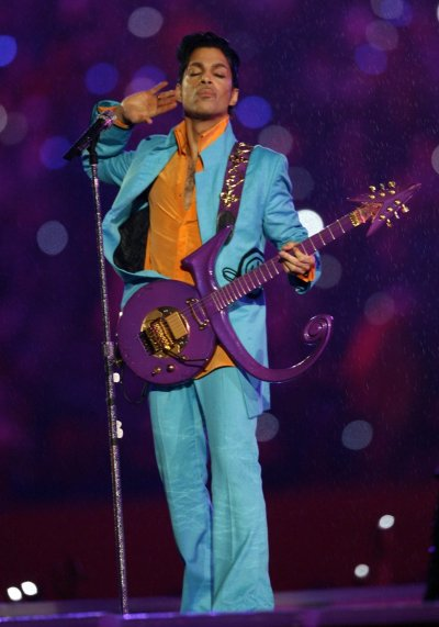 Review of Prince's halftime performance from Super Bowl XLI - Chicago Tribune