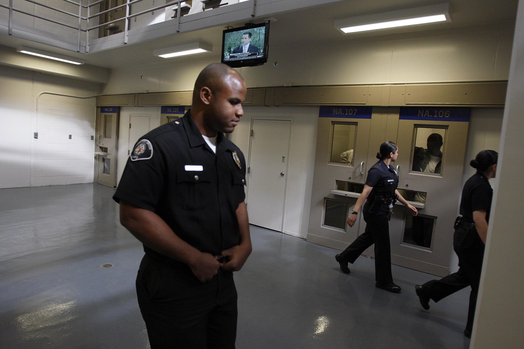 lapd detention officer