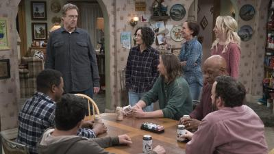 'The Conners' review: 'Roseanne' spin-off wades into life without title character - Chicago Tribune