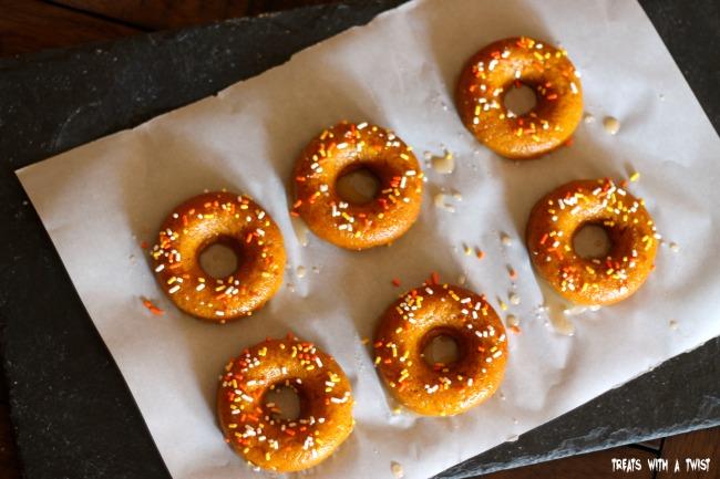 Baked Pumpkin Donuts (treatswithatwist.com) #glutenfree
