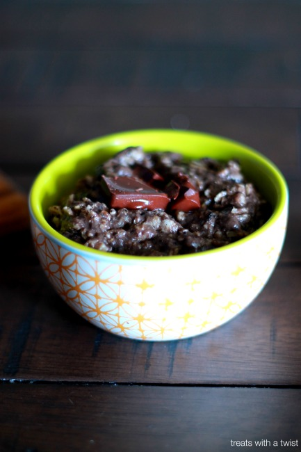 Cocoa Maca Porridge from treatswithatwist.com #glutenfree #vegan #breakfast #chocolate