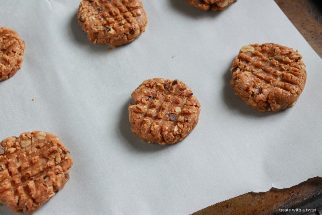 Raw Almond Chocolate Chip Cookies 4