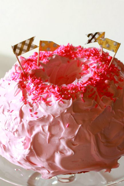 Birthday Angel Food Cake // treatswithatwist.com